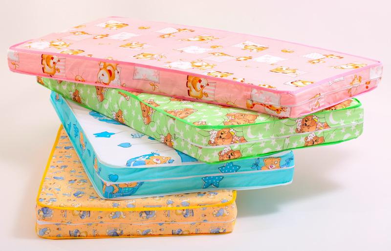 Разноцветные матрасы для детей