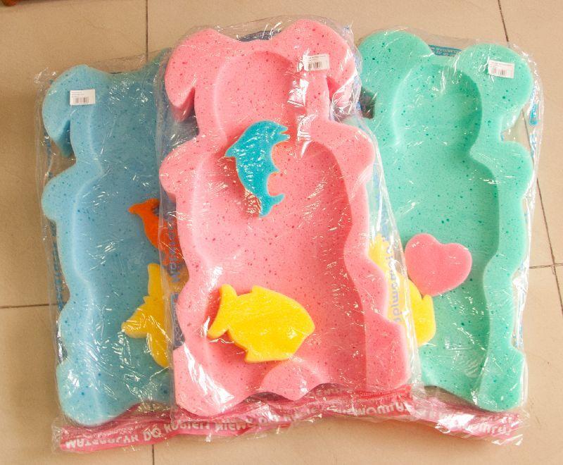 Разноцветыне матрасики для купания младенца