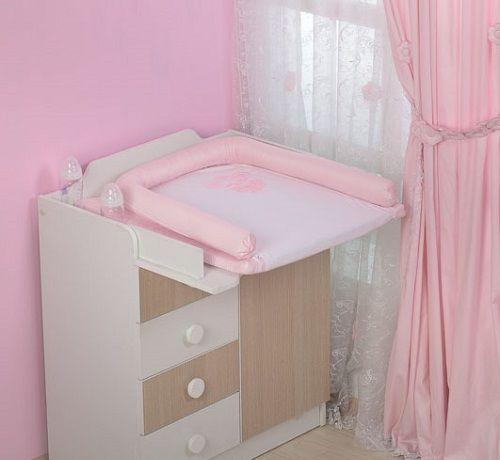 Розовый пеленальный матрасик на комод