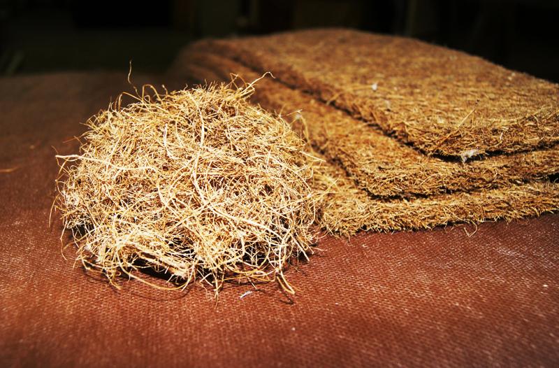 Кокосовая койра в волокнах и соединенная латексом