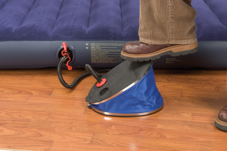 Ножной механический насос для надувания синего матраса