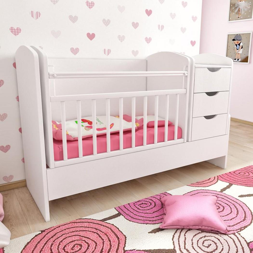 Кроватка для новорожденного в белую комнату