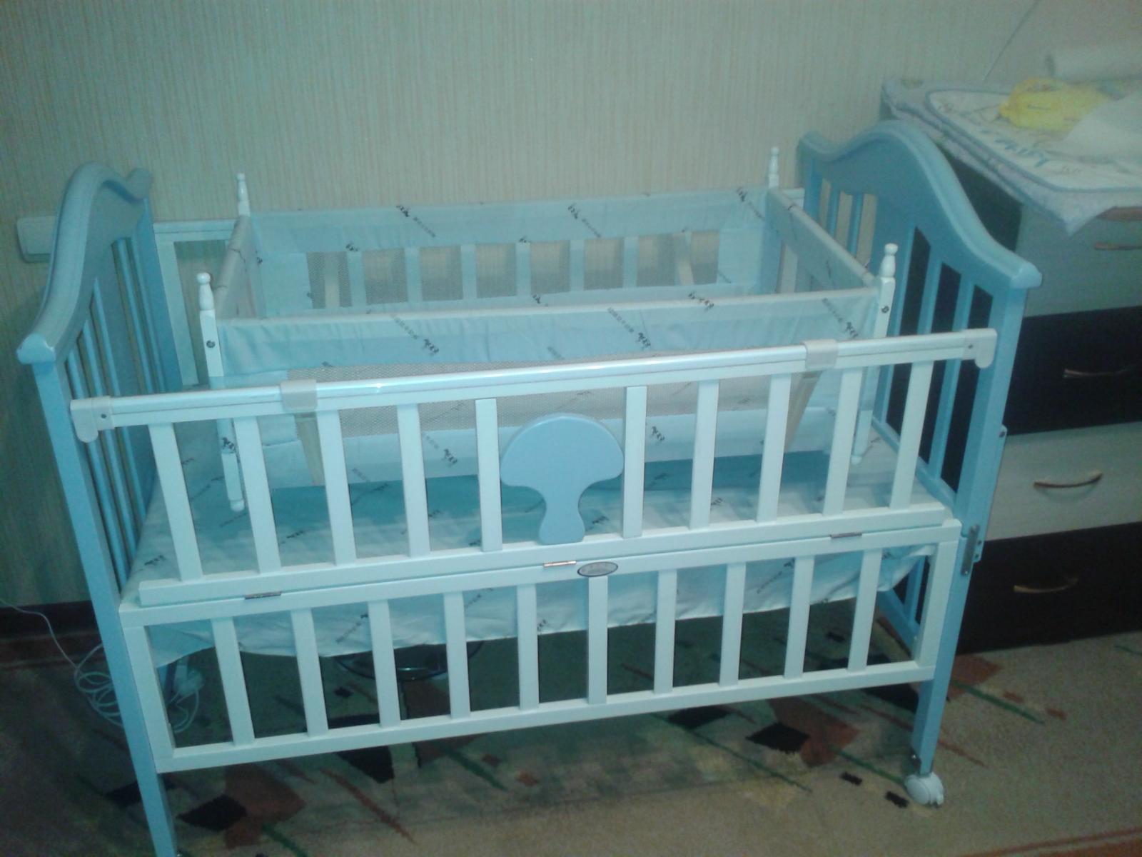 Детская кровать-манеж с голубой люлькой